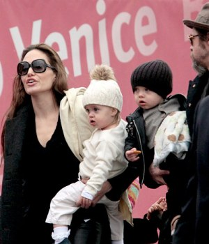 https://newsnhistore.wordpress.com/2010/11/23/angelina-jolie…o-be-too-heavy
